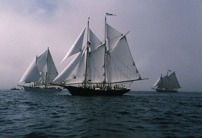 Thomas E. Lannon under sail, Gloucester Schooner Race, Ship building, 1997; Harold A. Burnham (b. 1967); Essex, Massachusetts; Photography by Lewis G. Joslyn